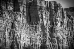 Вертикальные стены рядом с рекой Пеший туризм, скачком стоковые фотографии rf