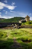 Вертикальный взгляд замка Eilean Donan Стоковое Изображение RF