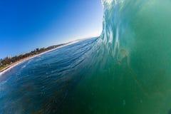 Вертикальный взгляд со стороны воды волны океана Стоковые Изображения