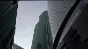 Вертикальный панорамный вид офисных зданий Небоскребы стекла daytime видеоматериал