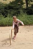 вертикаль обруча девушки игры участвуя в гонке Стоковое Изображение