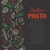 Вертикальная безшовная картина с итальянскими макаронными изделиями на темной предпосылке Стоковые Изображения