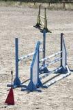 Вертикальная съемка деревянных барьеров спорта для шлямбуров выставки Стоковая Фотография