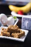 Вертикальное арахисовое масло придает квадратную форму с яичками и плодоовощами Стоковое Фото