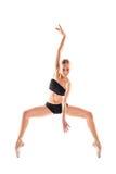 Вертикальное фото балерины изолированное на белой предпосылке в trai Стоковые Фото