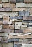Вертикальное фото камня преграждает стену сделанную от блоков определенных размер солдатом нерегулярной армии каменных, для абстр Стоковая Фотография RF