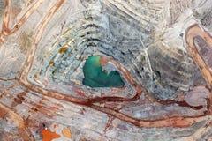 Вертикальный взгляд минирования открытого карьера Стоковые Фотографии RF