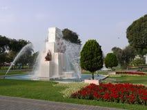 Вертикальный взгляд дня кругового фонтана в волшебной цепи воды Лимы Стоковое Изображение RF