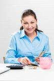 Вертикальный портрет коммерсантки с деньгами Стоковое Изображение