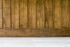 Вертикаль и пол деревянного коричневого цвета предпосылки старая стоковые фотографии rf