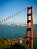 Вертикаль конца моста золотого строба стоковая фотография rf