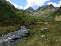 вертикаль реки панорамы горы 3 изображений hdr большие горы горы ландшафта Стоковая Фотография