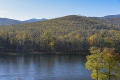 вертикаль реки панорамы горы 3 изображений hdr Стоковое фото RF