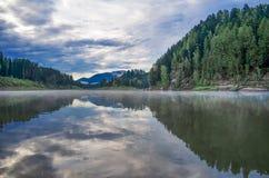 вертикаль реки панорамы горы 3 изображений hdr Стоковая Фотография RF