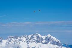 Вертолеты над Альпами, Kitzbuhel спасения горы, Австрия Стоковое Изображение