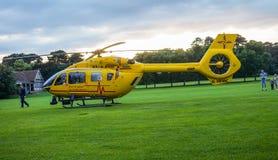 Вертолет машины скорой помощи в парке Бедфорда стоковые фотографии rf