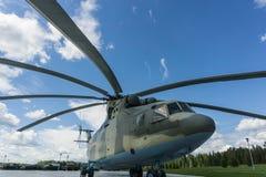 Вертолет на том основании стоковое изображение rf