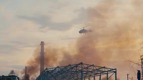 Вертолет огня на задаче акции видеоматериалы