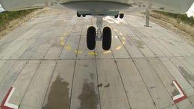 Вертолет Mi 26 принимает от района приземления видеоматериал