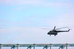 Вертолет во время военного парада Стоковое Изображение RF