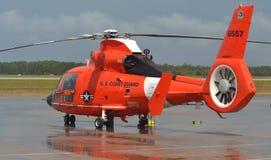 Вертолет дельфина службы береговой охраны HH-65 Стоковое фото RF