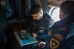 Вертолет министерства аварийных ситуаций экипажа Стоковые Изображения RF