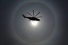 Вертолет перехода Mil Mi-26 RF-93572 тяжелый русской военновоздушной силы во время репетиции парада дня победы на авиационной баз Стоковые Изображения