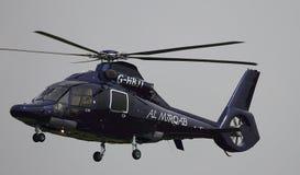 Вертолет причаливая для того чтобы приземлиться Стоковые Фотографии RF