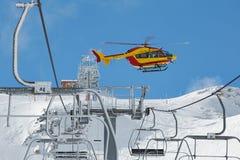Вертолет спасения в горах Стоковые Фото