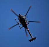 Вертолет сфотографированный снизу Стоковые Фотографии RF