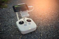 Вертолет с предварительным просмотром smartphone - винтажный фильтр дистанционного управления трутня Стоковое Фото