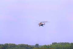 Вертолет mi-26 летания на airshow Стоковые Фото