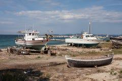 Верфь для маленьких лодок на Эгейском море, Греции стоковое изображение rf