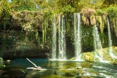 Верхние водопады Duden, красивый вечнозеленый рай Идеал для расслабляющего национального парка стоковое изображение rf