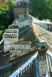 верхние части домов печных труб стоковые фотографии rf