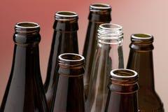 Верхние части пустых стеклянных бутылок Стоковое Фото
