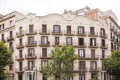 Верхние этажи жилого дома в Барселоне Стоковые Изображения