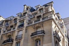 Верхние этажи жилого дома в Париже Стоковое Изображение