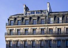 Верхние этажи жилого дома в Париже Стоковые Фото