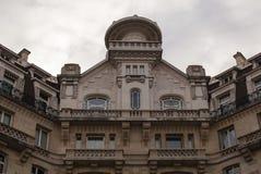 Верхние этажи жилого дома в Париже Стоковая Фотография RF