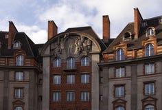 Верхние этажи жилого дома в Париже Стоковые Фотографии RF