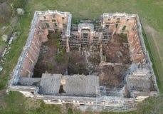 Верхний вид с воздуха руин дворца Cantacuzino, Floresti, Румынии стоковая фотография rf
