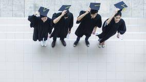 Верхний вид с воздуха студентов людей в чувстве счастливого Стоковая Фотография RF