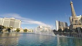 Верхний вид с воздуха 4k на сногсшибательной выставке фонтана танцев в casio Bellagio Лас-Вегас Неваде роскошной гостиницы бассей видеоматериал