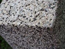 Верхний квадратный угол зернистого черного белого угла каменной стены Стоковое фото RF