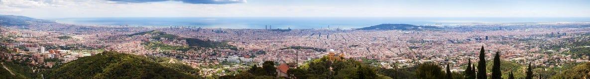 Верхний панорамный взгляд Барселоны от Tibidab Стоковые Фото
