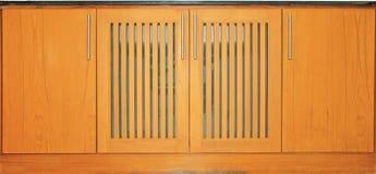 Верхний счетчик и деревянные двери стоковое изображение
