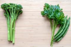 Верхняя квартира кладет взгляд свежих органических овощей Стоковая Фотография RF