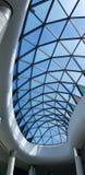 Верхняя стеклянная крыша торгового центра стоковая фотография rf