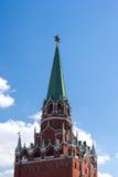 Верхняя часть башни Troitskaya (троицы) Москвы Кремля Стоковая Фотография RF